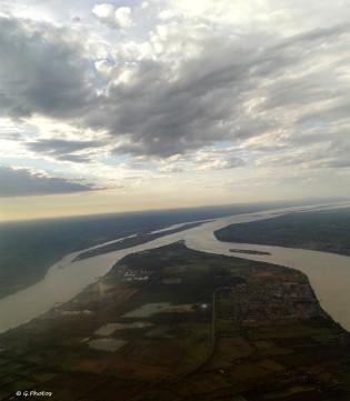 Survol partiel de la Garonne, une de ces îles