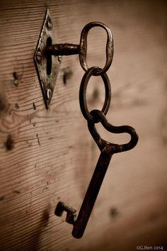 Theme - Keys, Þema - Lykill. Old wooden trunk.